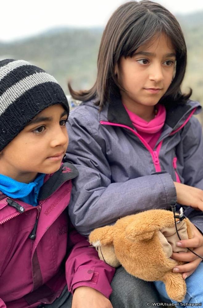 Fayegheh und Mohammad, zwei Kinder im Lager Moria uaf Lesbos (März 2020)